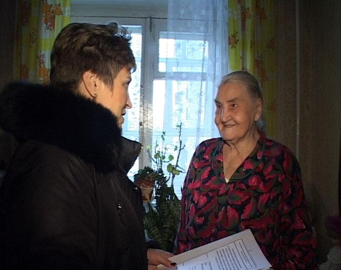 Работники жилищно-коммунального отдела в гостях у ветерана