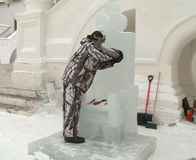 В Ростове создают ледяные скульптуры