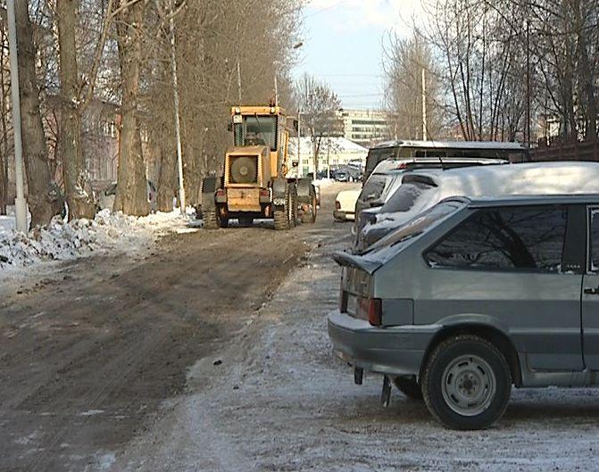 Ямочный ремонт дороги на улице Харитонова