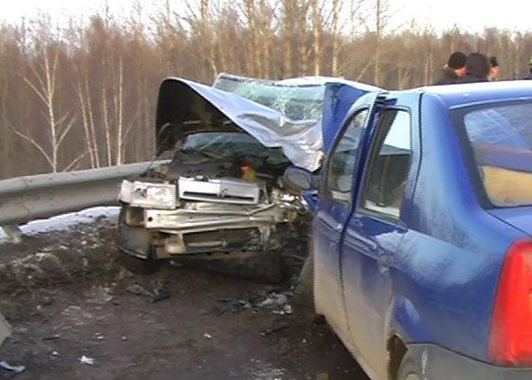 На Гагарина столкнулись «Жигули» и «Renault Logan»