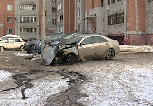 На Салтыкова-Щедрина загорелся автомобиль