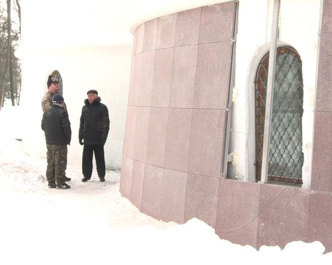 Началась гранитная облицовка Успенского собора