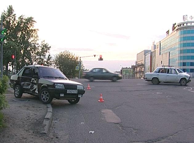 Авария на перекрестке Московского проспекта и Калинина