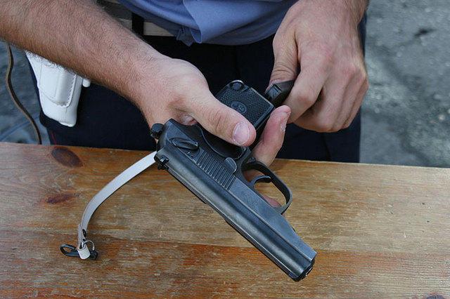 Обвиняется в хищении оружия: расследование завершено