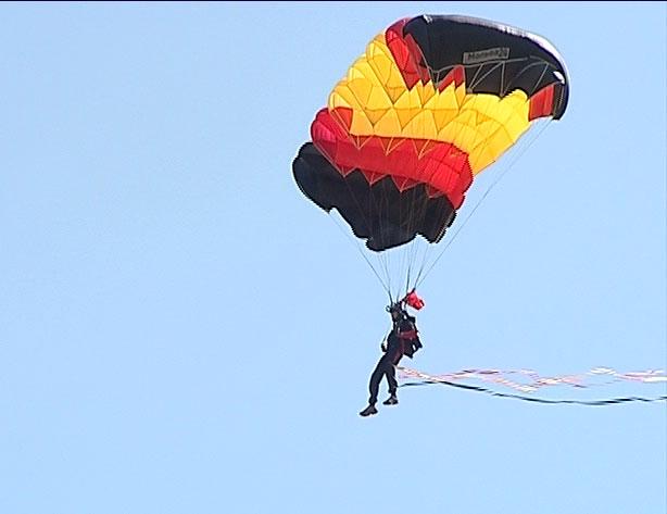 Прыжки с парашютом в День города
