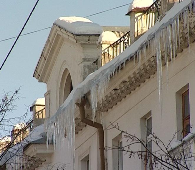 Асфальт укладывают в снег