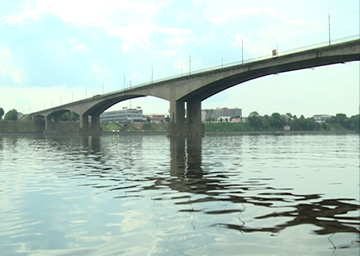 Октябрьский мост дождался ремонта?
