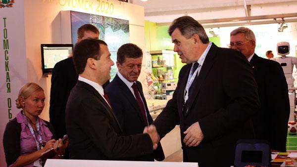 На форуме в Сочи Дмитрий Медведев оценил развитие фармотрасли Ярославского региона