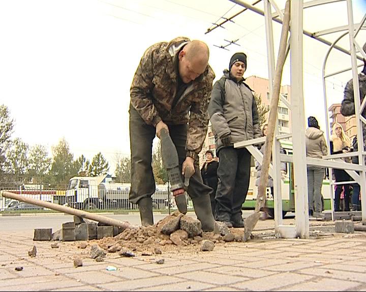 В Ярославле монтируют новые остановочные комплексы