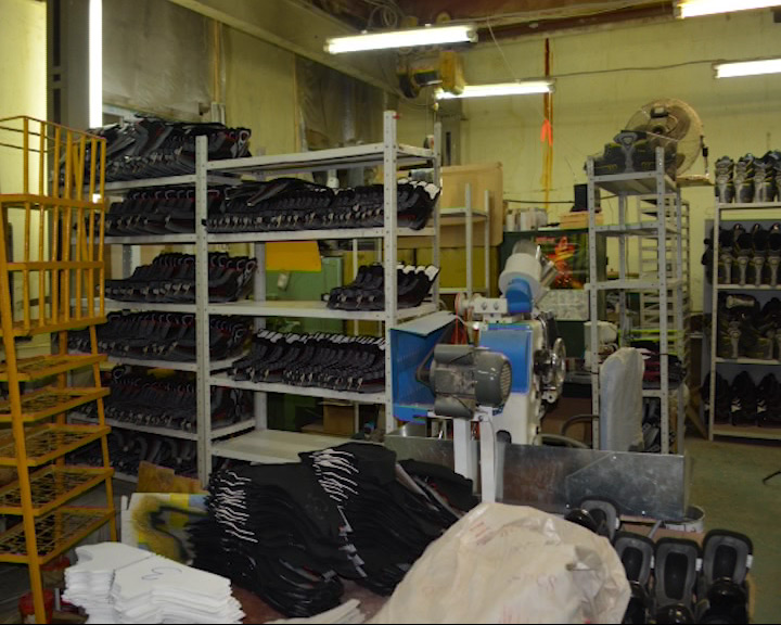 Миграционная служба поймала швей и раскройщиков