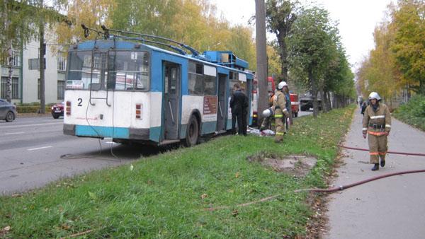 В Рыбинске загорелся троллейбус с тридцатью пассажирами