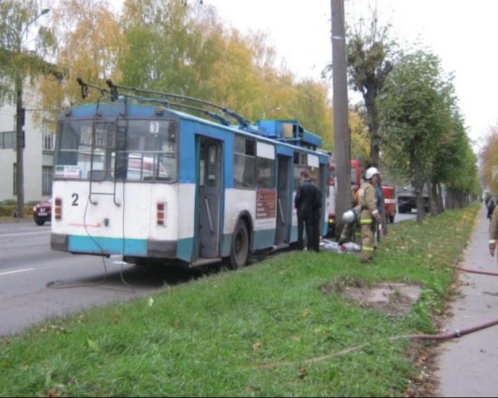 В Рыбинске днем горел троллейбус