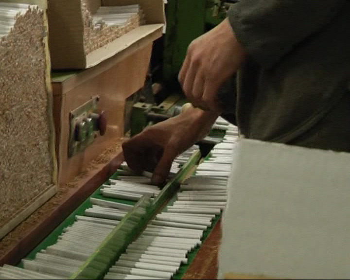 Полиция накрыла подпольных цех по производству табачных изделий