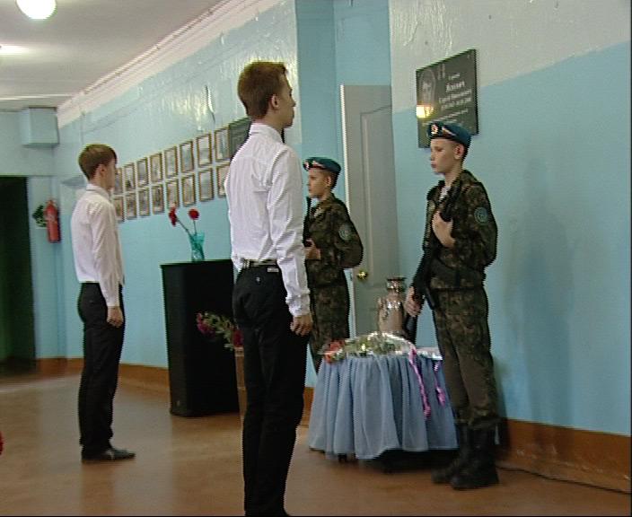 Мемориальная доска ярославцу, погибшему в Чечне