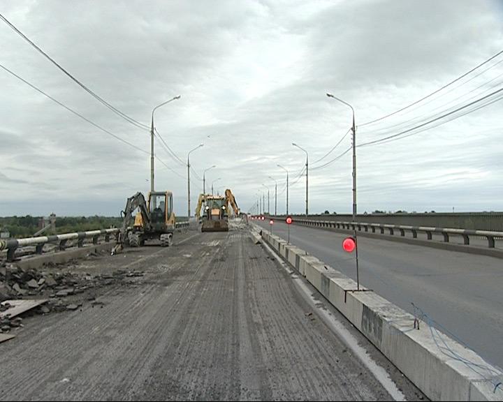 Ремонт Октябрьского моста неожиданно встал. Кто хозяин кабеля?