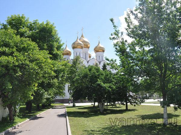 В Ярославле православные отмечают Покров день