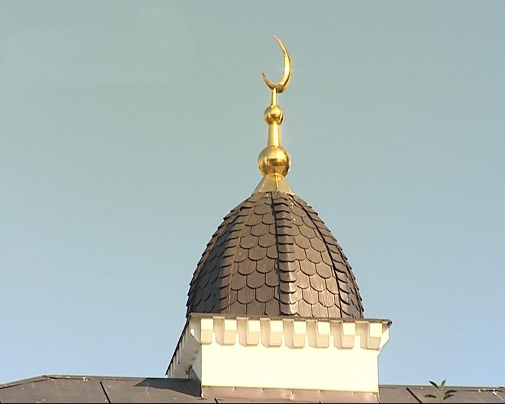 В мечети прошел намаз в честь праздника Курбан-Байрам