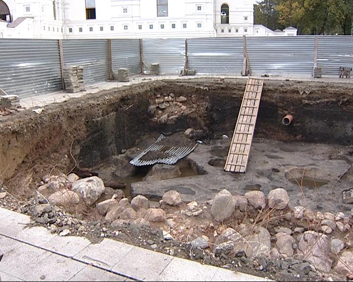 Новую колокольню Успенского собора всё-таки сдвинут
