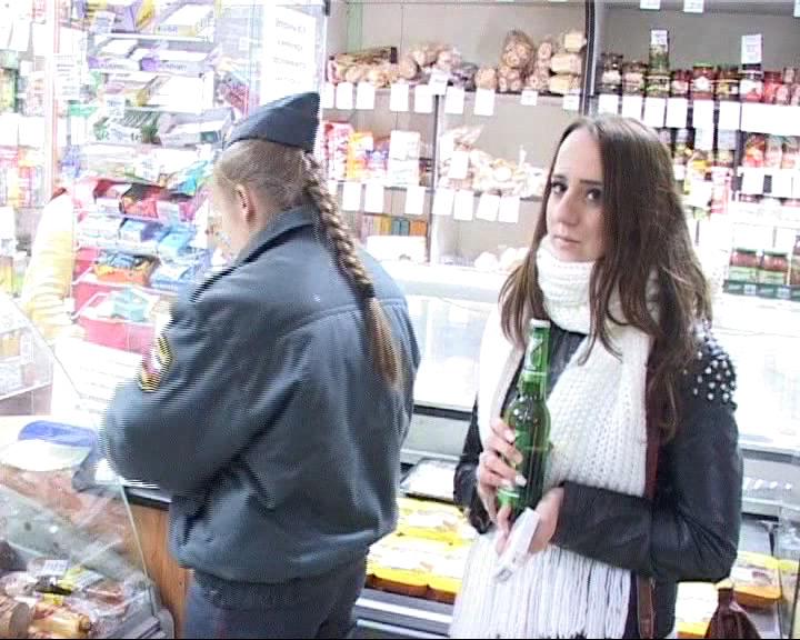 Рейд: несовершеннолетним продают алкоголь и сигареты