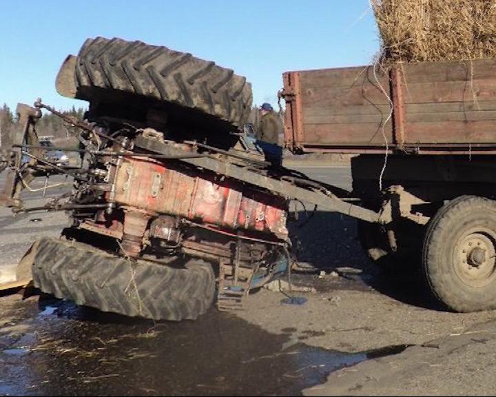 Авария: перевернулся трактор