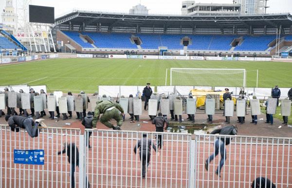 Ярославские полицейские провели учения на стадионе «Шинник»