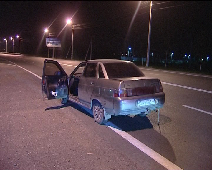 Двое неизвестных напали на таксиста