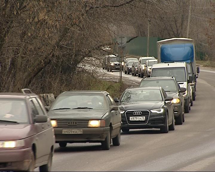 Неработающий светофор - причина закрытия моста