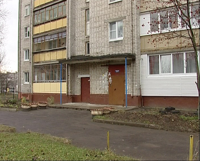 Тело женщины, завернутое в ковер, обнаружили соседи