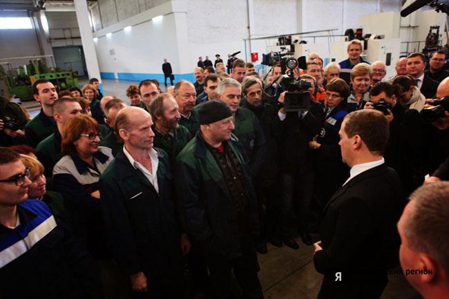 Премьер-министр Дмитрий Медведев посетил Тутаевский моторный завод