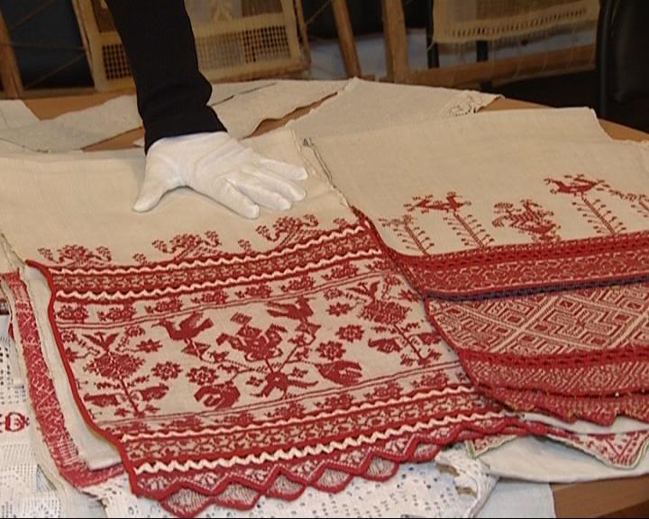 Фонд музея пополнился старинными полотенцами народов Сибири