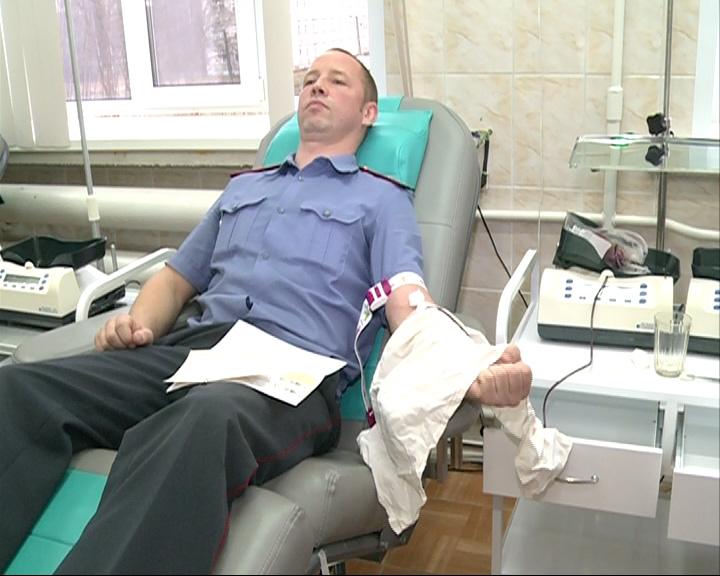 Сотрудники ГАИ сдали кровь