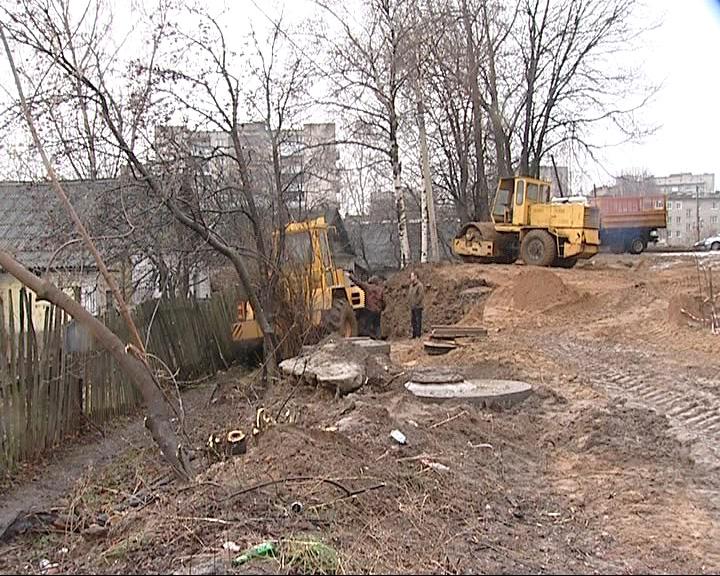 Жители вынуждены терпеть соседство со стройкой