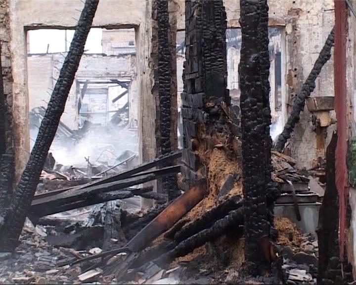 Загорелось деревообрабатывающее предприятие