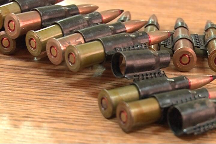 В диване полицейские обнаружили склад военных патронов