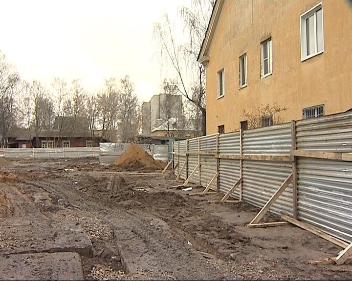 Люди борются за территорию вокруг своих домов