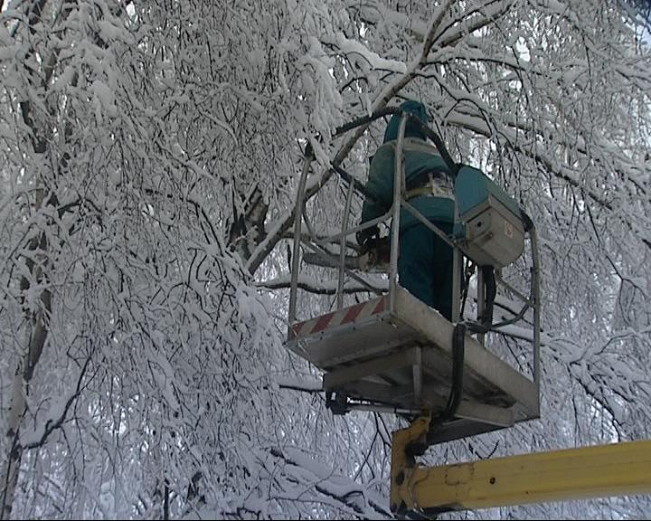 Продолжается борьба с последствиями снегопада