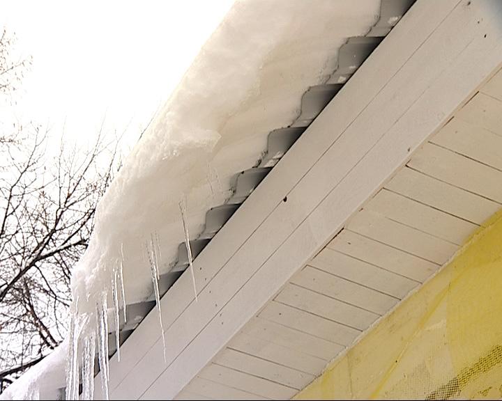Опасность схода снега с крыш