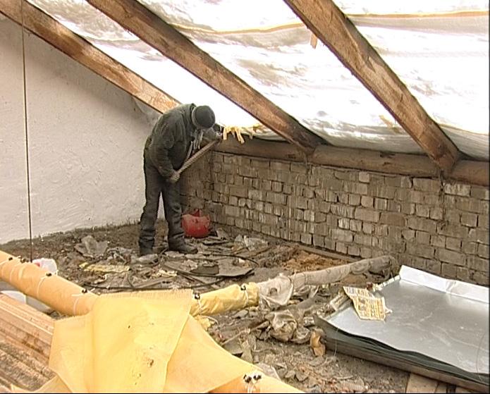 У дома до сих пор не отремонтирована крыша
