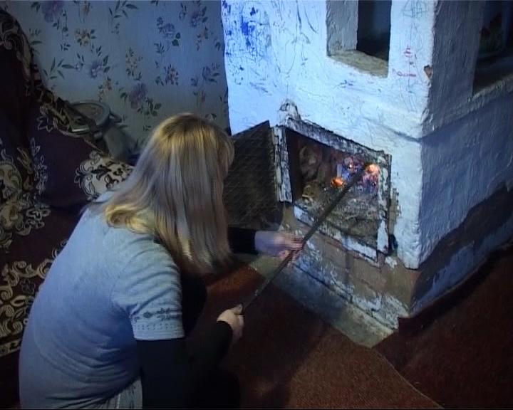 Сирота с двумя детьми живет в непригодном доме