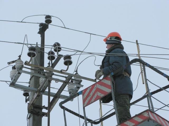 Из-за снегопада в трех районах Ярославской области отключилось электричество
