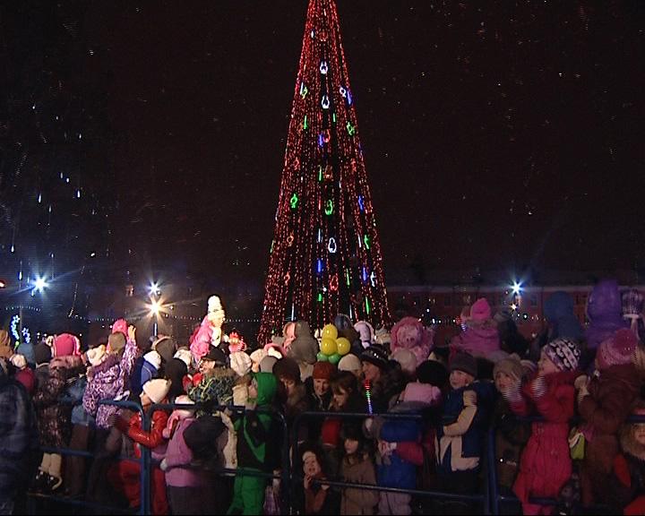 Главный Дед Мороз страны зажег елку в Рыбинске