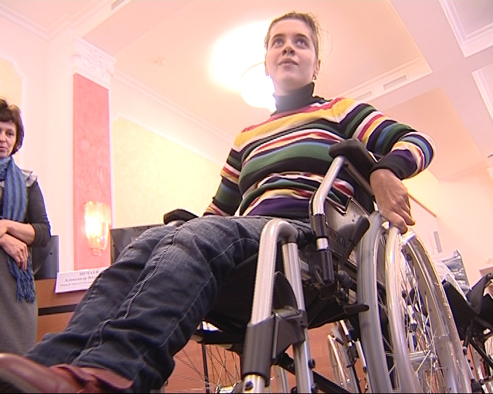 Благотворительный Фонд Мира приобрел для ярославских инвалидов коляски