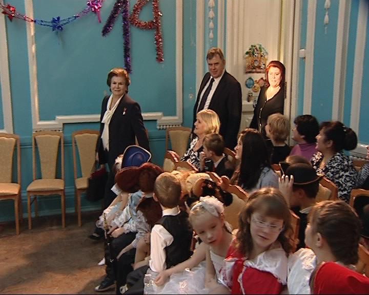 Валентина Терешкова и Сергей Ястребов посетили детдом села Великого