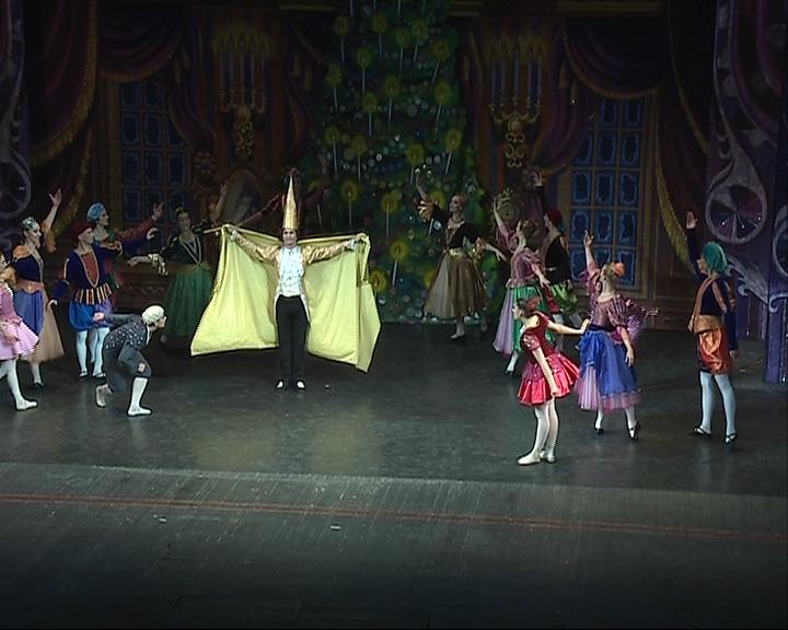 Труппа Майи Плисецкой на сцене Волковского театра