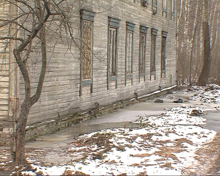 Жителей дома 18 на Тормозном шоссе Ярославля вновь затопило