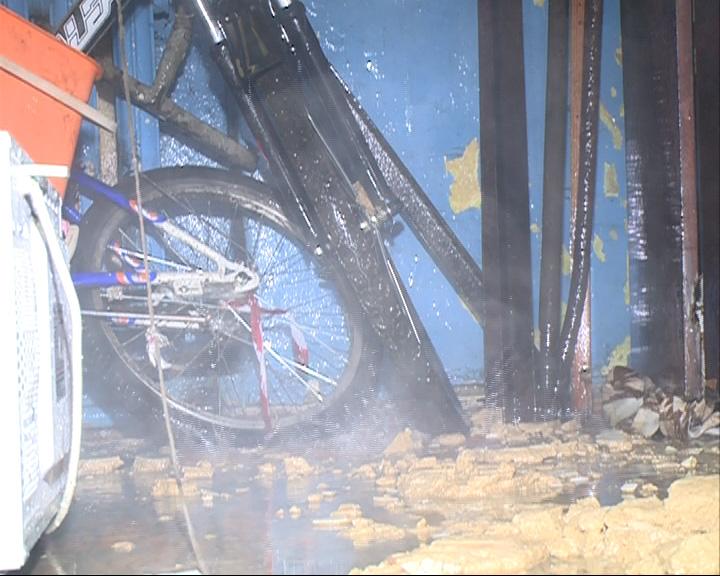 Прорвало трубу и затопило первый этаж