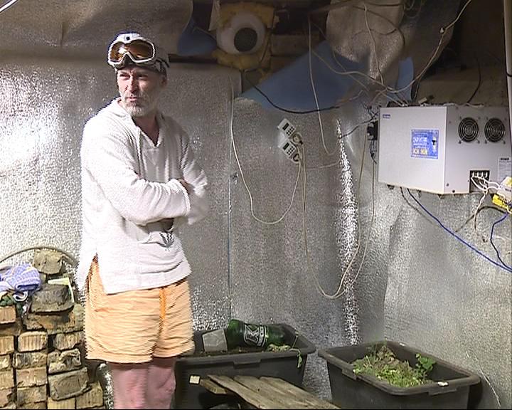Выращивал марихуану, но возбужденное в отношении него уголовное дело считает незаконным
