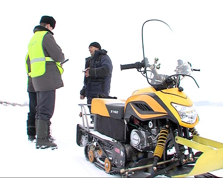 Около 200 снегоходов проверили в области