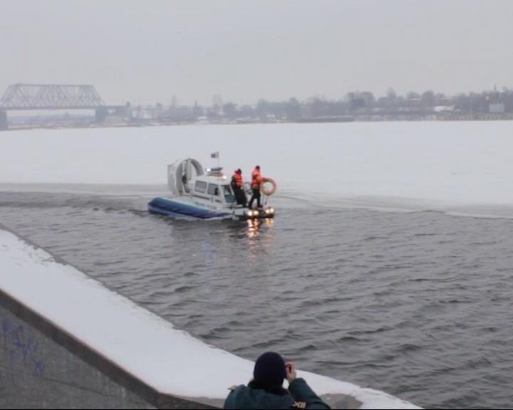 В акватории Волги отрабатывалось спасение утопающих