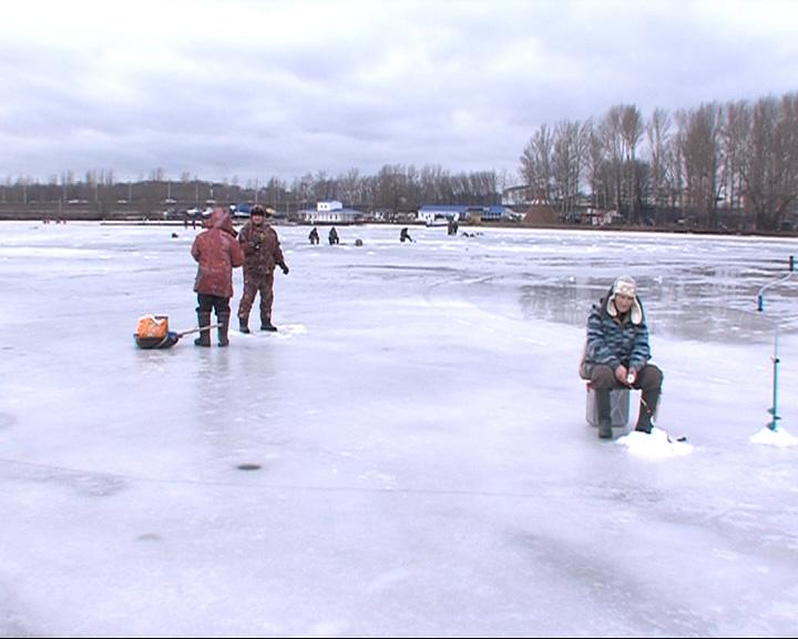 Любителей зимней рыбалки оттепель не пугает